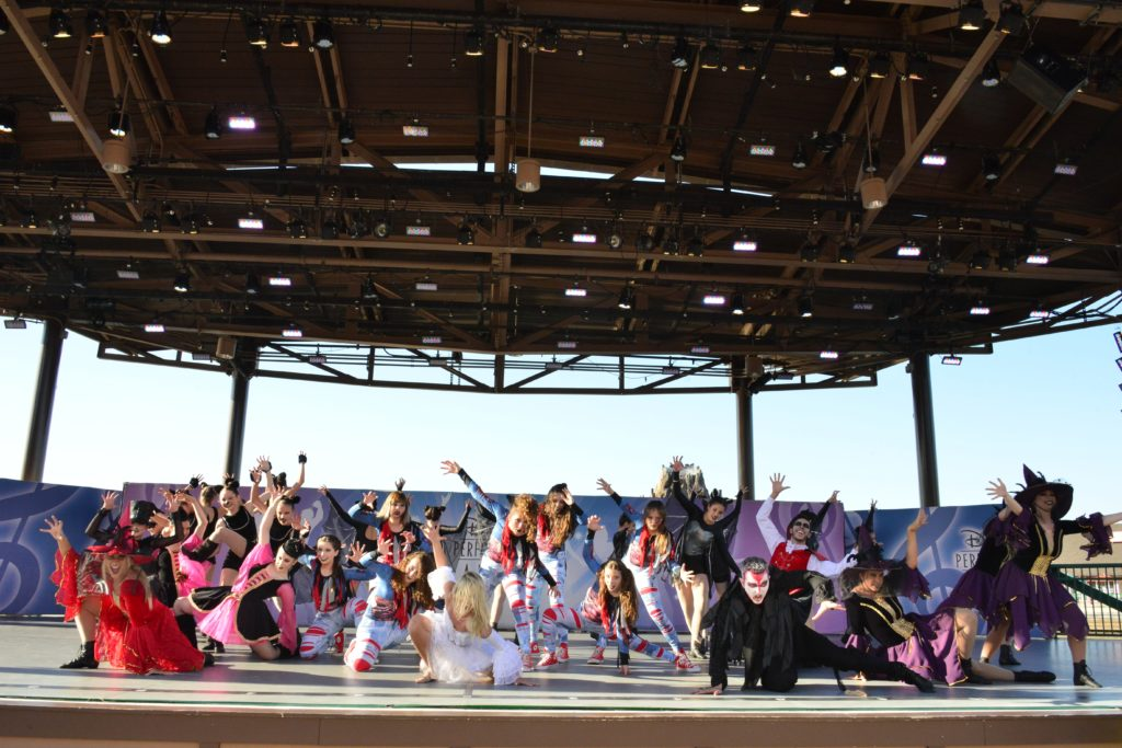 Dullius Dance dança na Califórnia pelo Disney Performing Arts