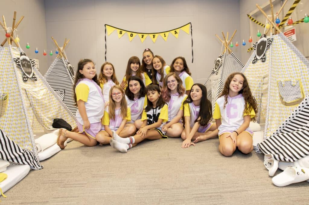 Soffia Monteiro comemora seus 9 anos com uma festa do pijama