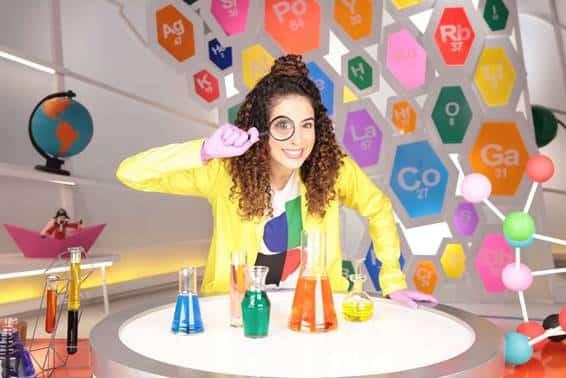 Nat Geo Lab (Nat Geo Kids)  No programa as crianças aprendem, com a youtuber e apresentadora Paula Stephânia, a fazer experiências científicas e divertidas usando elementos caseiros e fáceis de encontrar. Ela realiza experiências e descobertas incríveis, despertando em todos o entusiasmo pelo mundo da ciência e estimulando a construção do pensamento e autonomia. Nat Geo Lab é transmitida de segunda a sexta-feira, às 15h30, 19h40 e 22h20, no Nat Geo Kids.