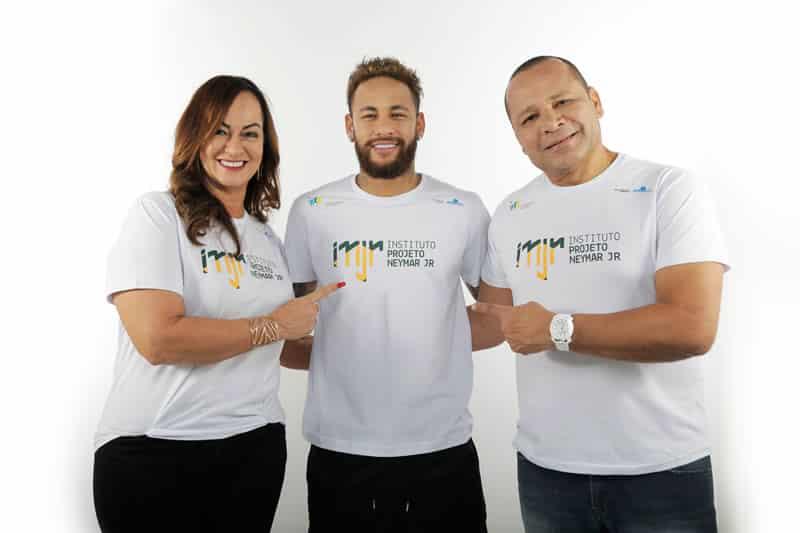Família de Neymar Jr. celebra aniversário de 5 anos do início de aulas do Instituto Projeto Neymar Jr.