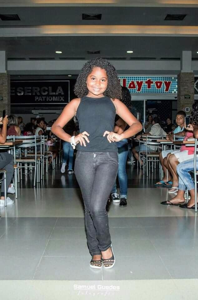 Isabeliy Riana no Show de Talentos do Cine Estrelas