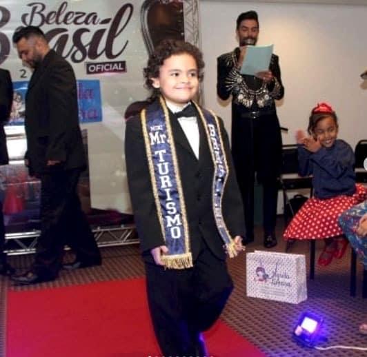 Kristofer Araújo no Show de Talentos do Cine Estrelas
