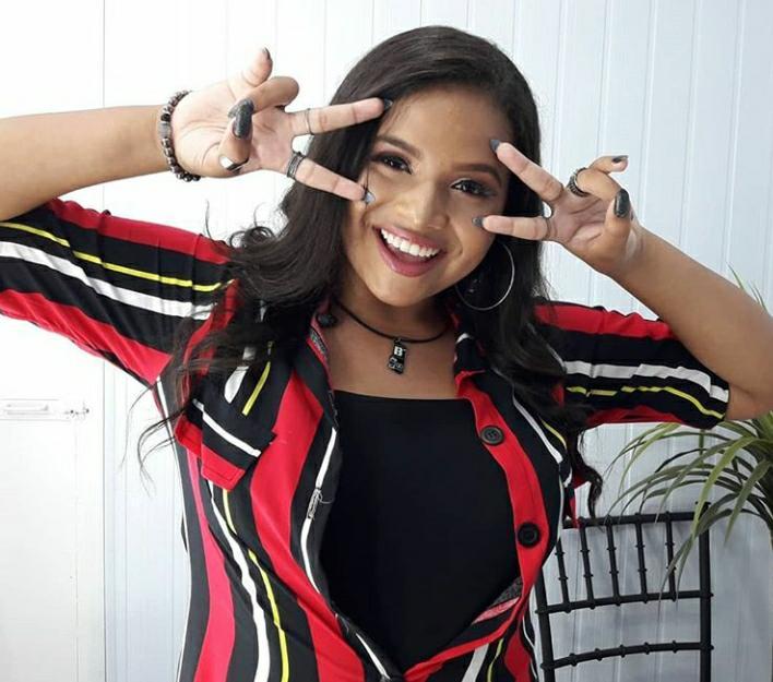 Júlia Ferreira no Show de Talentos Estrelas. JÚLIA FERREIRA15 anos