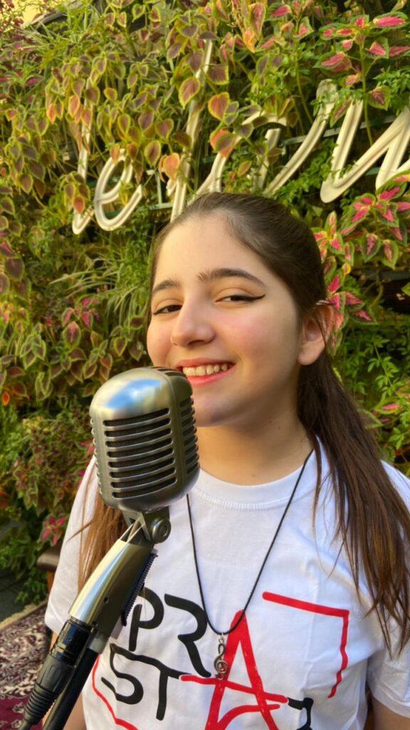 Maria Clara Ardigo entrevista Show de Talentos Cineplaneta