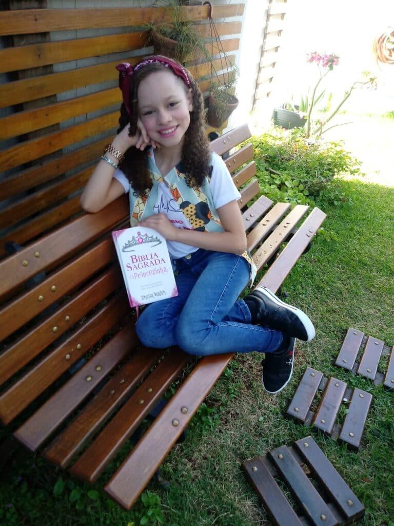 Andressa Santos Libras entrevista ao canal Estrelas do Cineplaneta