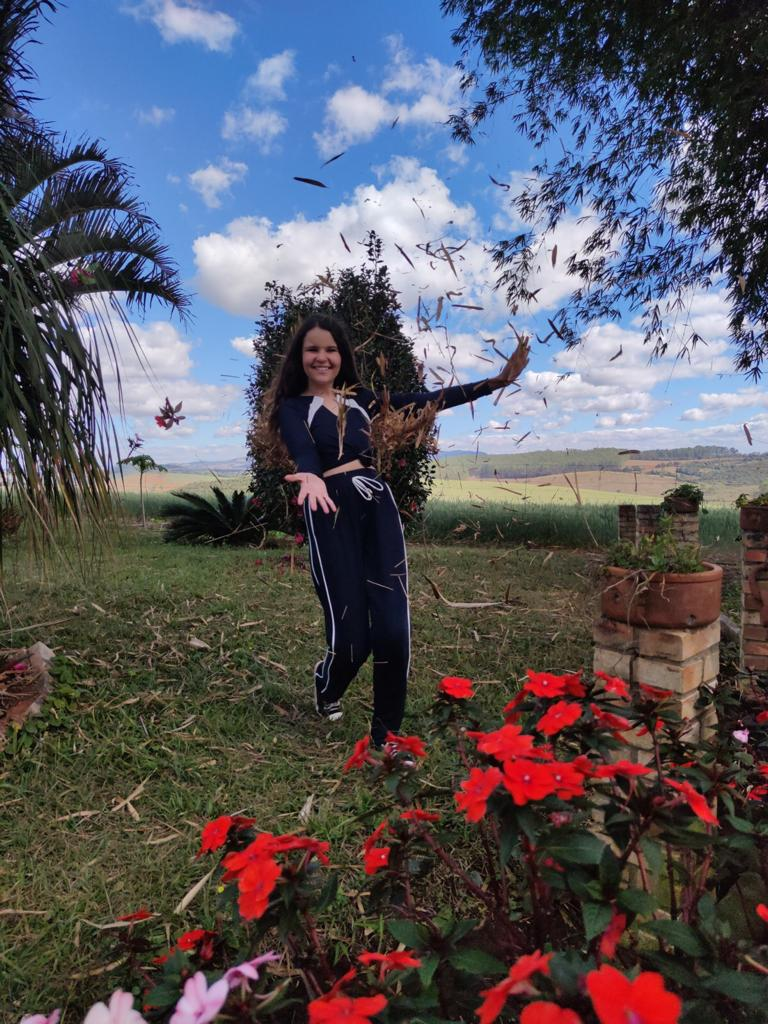 Lavínia Tavares entrevista ao canal Estrelas do Cineplaneta