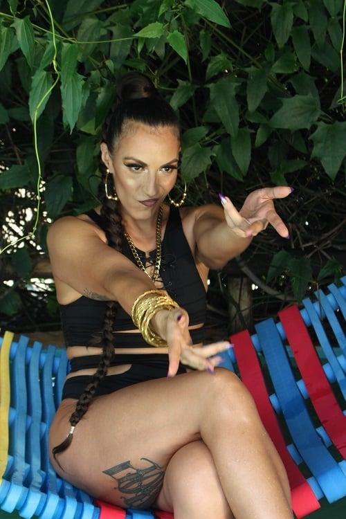 """MC Gra lança o videoclipe """"Vacinada"""", um rap com influências do ritmo latino'"""
