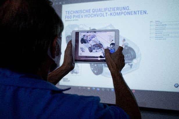 Academia BMW Group Brasil SENAI-SP oferece treinamentos com realidade aumentada para sua rede de concessionários