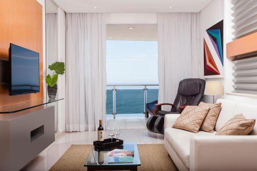 Praia Ipanema Hotel oferece pé na areia, serviço premium e cenários paradisíacos