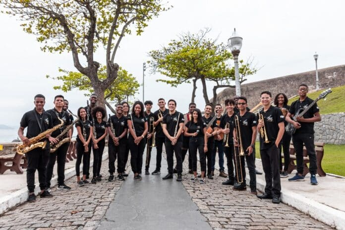Orquestras Violões do Forte de Copacabana e Shalom homenageiam os 90 anos do Cristo Redentor